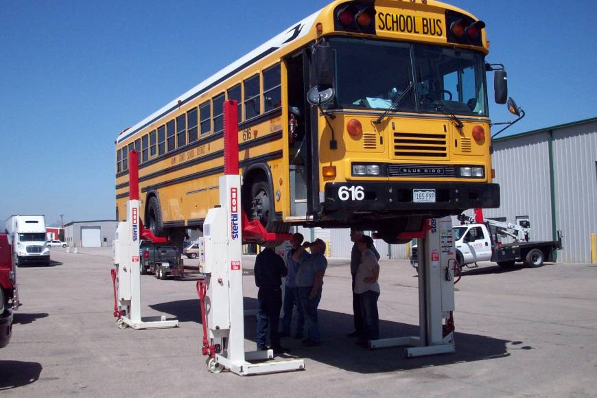 School bus mobile column lifts